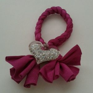 FABRIC BRACELET WITH SILVER COLOR HEART